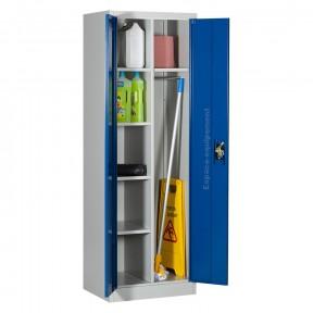 Armoire d'entretien metallique ouverte pour balais et produits de nettoyage.